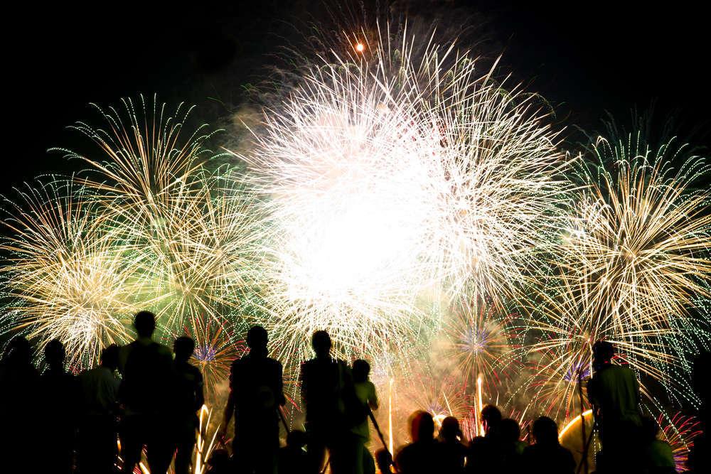 Obras cantadas y fuegos artificiales en los veranos de Elche